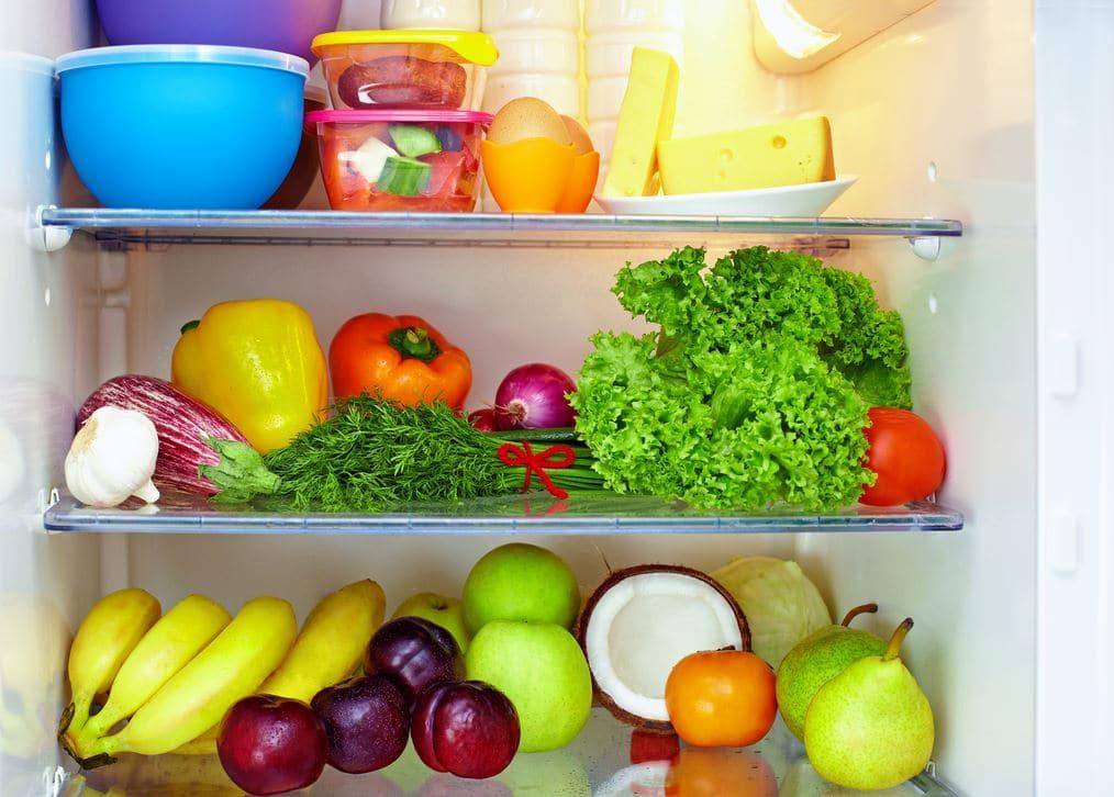 Comment liminer la mauvaise odeur de son frigo electroguide - Comment enlever odeur dans le frigo ...