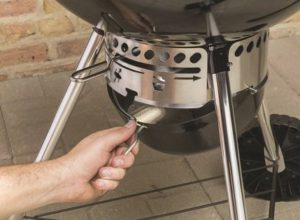 cendrier-barbecue-weber-master-touch