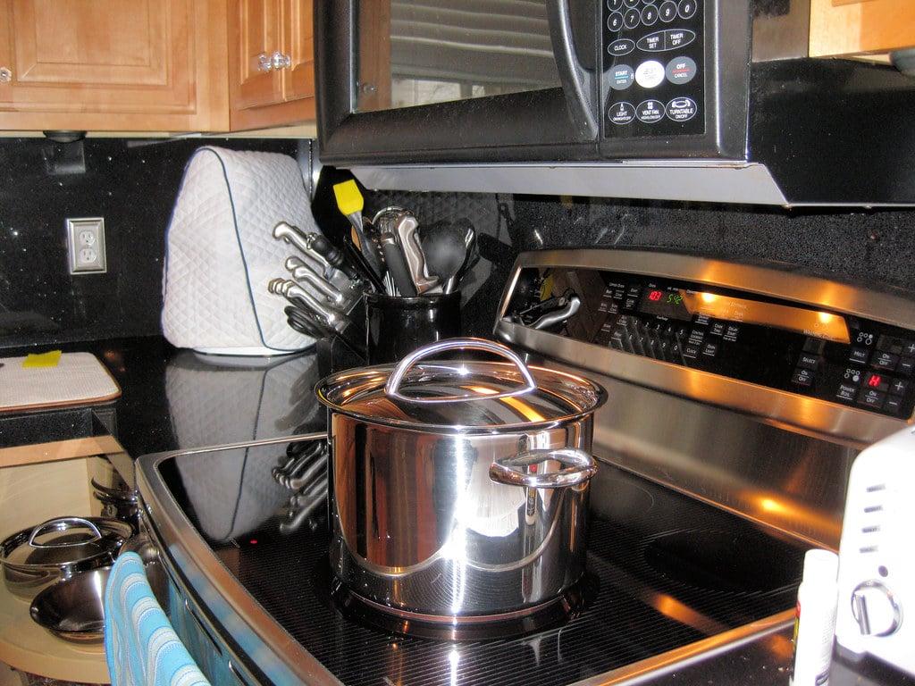 Cuisson Induction Avantages Inconvénients comment fonctionne une cuisinière à induction ? | electroguide